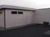 garage met plat dak, geolied, en kantelpoort