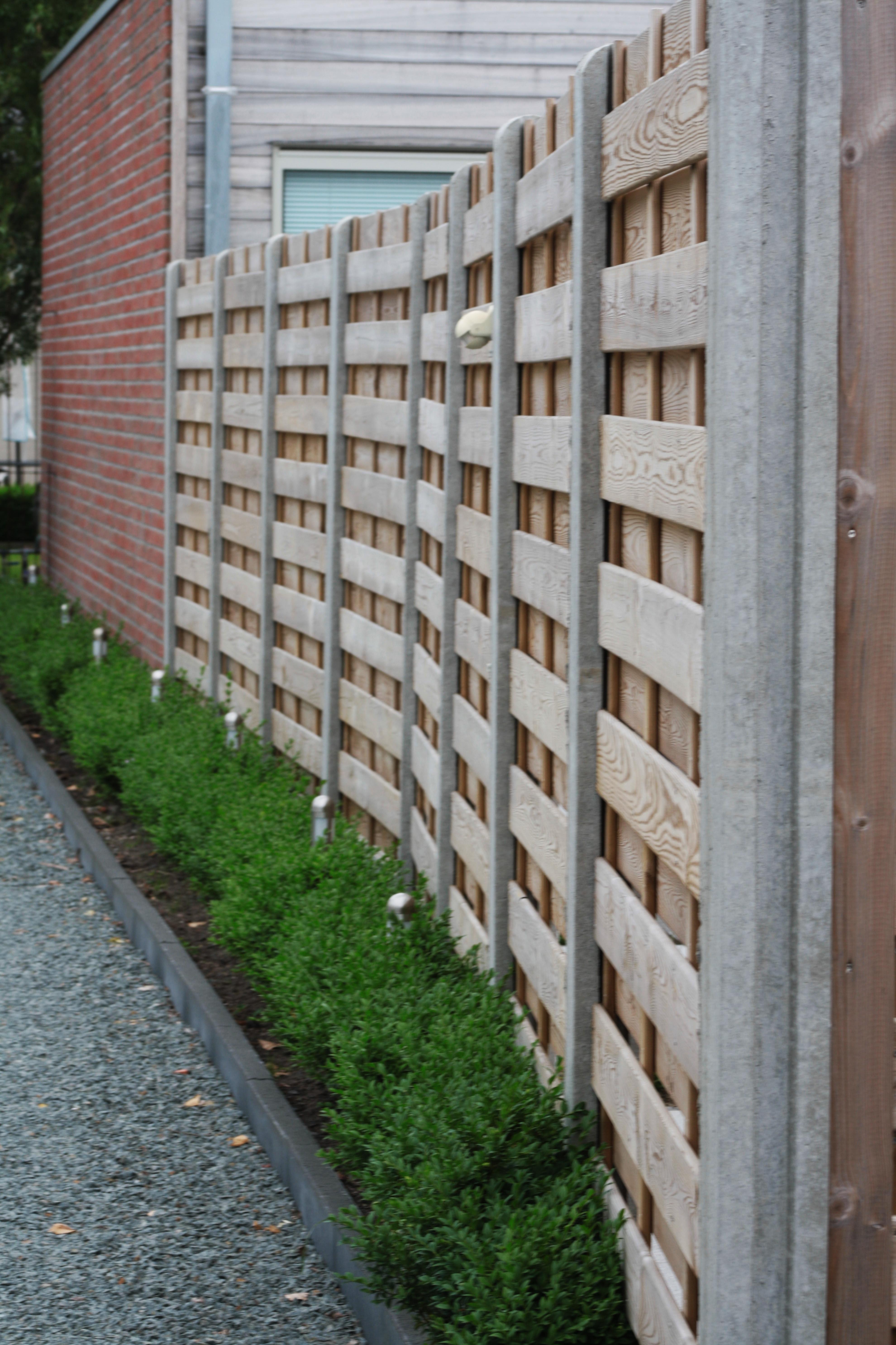 houten windschermen met BETONPALEN