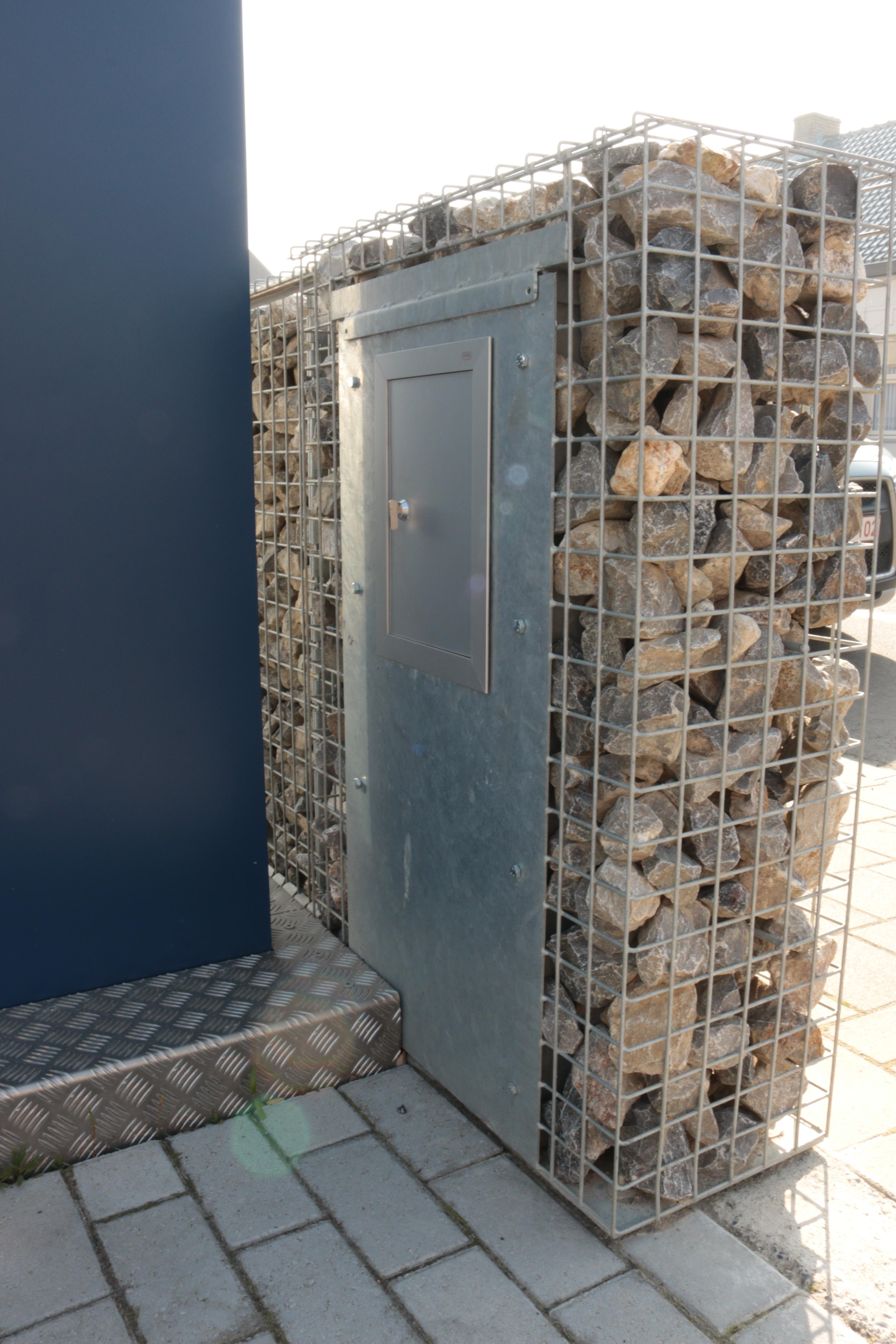 Ingebouwde brievenbus steenkorven