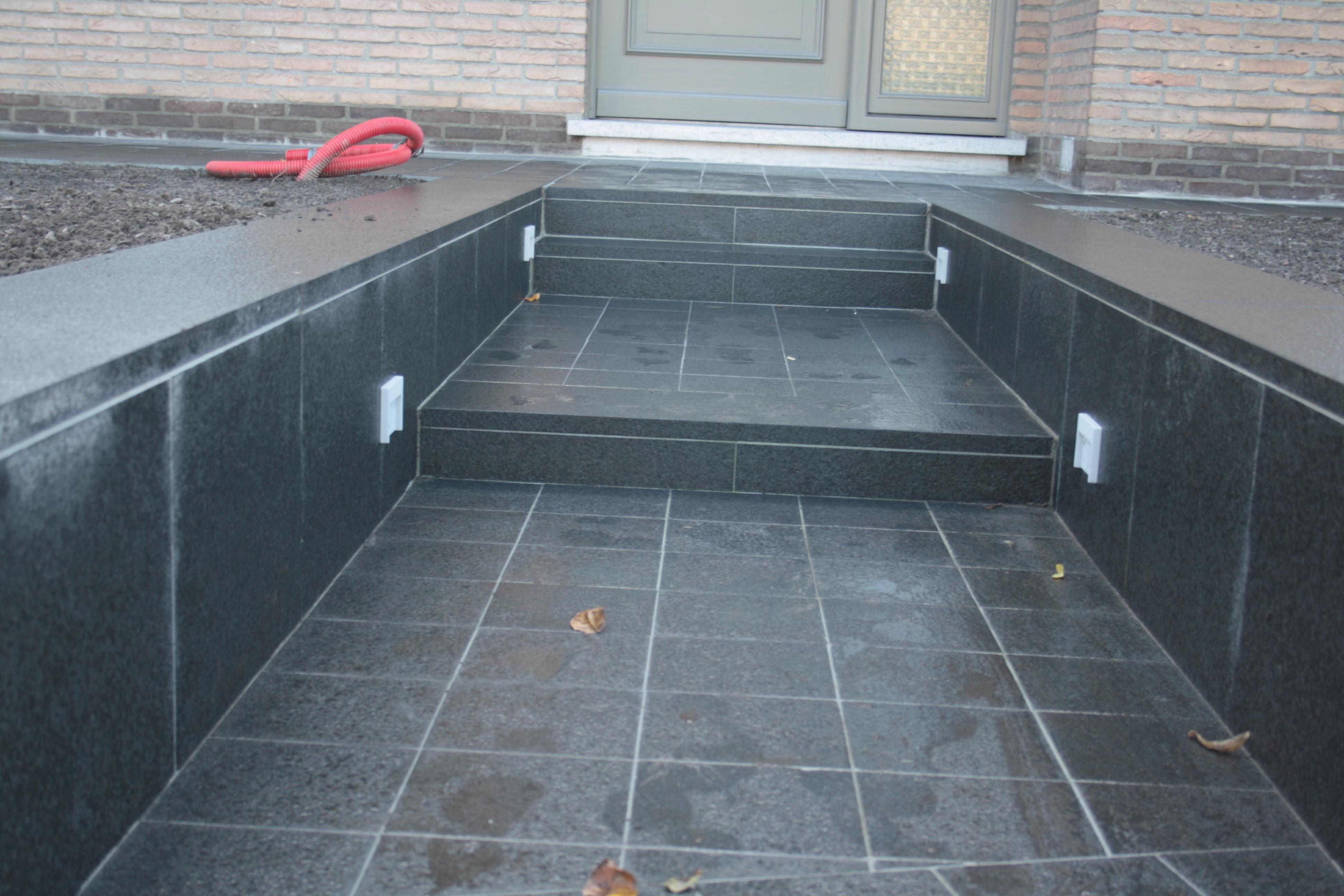 uitwerken trap met chinese graniet donker (9)
